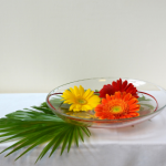 compositions-florales-colorees-coupelle-verre